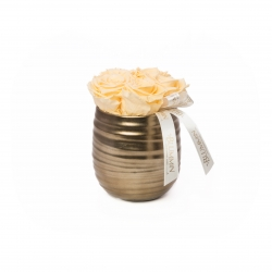 COPPER POT WITH 5 CHAMPAGNE ROSES