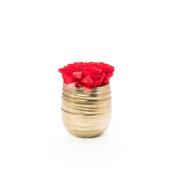 COPPER POT WITH 5 VIBRANT RED ROSES
