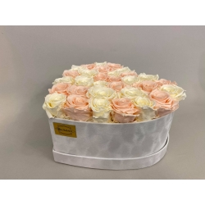 Südamekujuline valge sametkarp Pastel Mix roosidega - 31 roosi