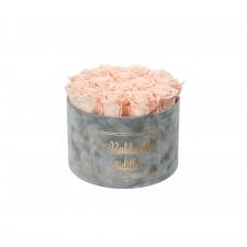 RAKKAALLE ÄIDILLE - LARGE LIGHT GREY VELVET BOX WITH PEACHY PINK ROSES