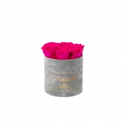 RAKKAALLE ÄIDILLE - SMALL LIGHT GREY VELVET BOX WITH HOT PINK ROSES