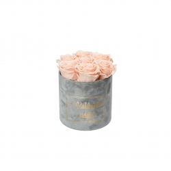 RAKKAALLE ÄIDILLE - SMALL LIGHT GREY VELVET BOX WITH PEACHY PINK ROSES