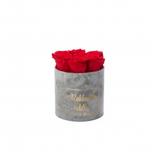 RAKKAALLE ÄIDILLE - SMALL LIGHT GREY VELVET BOX WITH VIBRANT RED ROSES