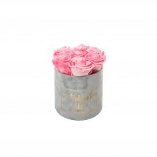 RAKKAALLE ÄIDILLE - SMALL LIGHT GREY VELVET BOX WITH CANDY PINK ROSES