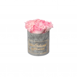 ЛЮБИМОЙ МАМОЧКЕ - MIDI LIGHT GREY VELVET BOX WITH LOVELY PINK ROSES
