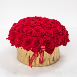 GOLDEN CERAMIC POT WITH 29-33 VIBRANT RED ROSES